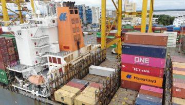 Exportaciones en caída libre: se desplomaron un 52,3% en abril
