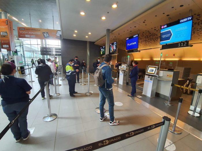 Si quiere viajar en avión deberá cumplir con los siguientes requisitos y  protocolos - Colombia