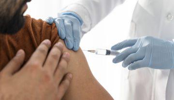 La vacuna contra el covid-19 de Pfizer requerirá una tercera dosis entre 9 y 12 meses después de la primera